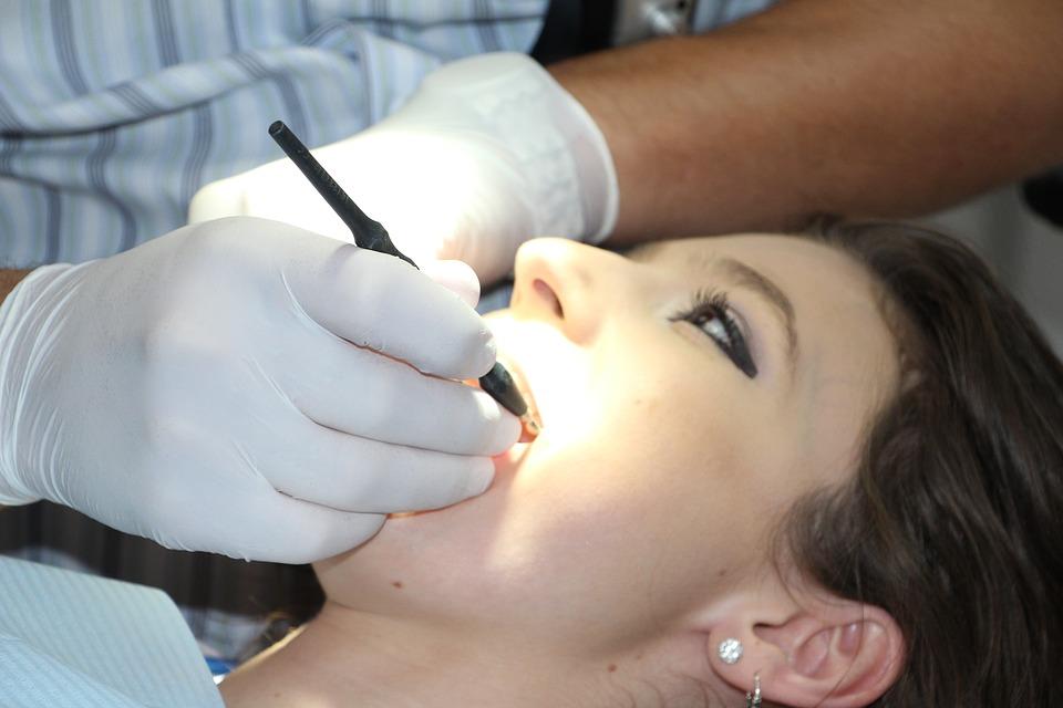 lakowanie zębów łódź